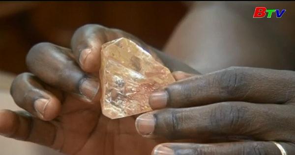 Tìm thấy viên đá kim cương thô lớn nhất Sierra  Leone