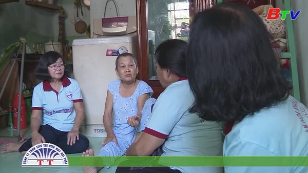 San Sẻ Yêu Thương - Trao quà cho bà Trần Ngọc Mai (243/56/3 Hoàng Hoa Thám, tổ 55, KP6, Phú Lợi, TP.TDM)