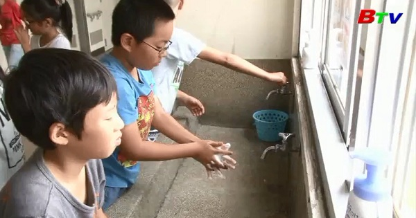 Rèn luyện thói quen rửa tay cho trẻ em toàn cầu