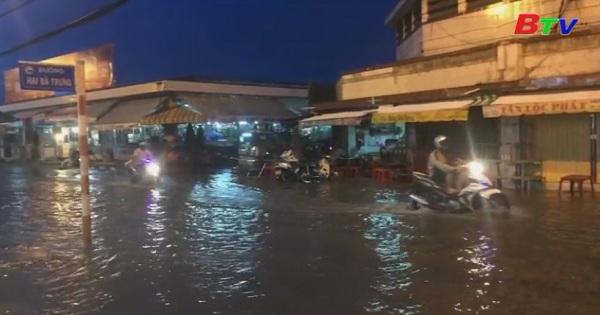 Triều cường trên sông Sài Gòn vượt mức báo động 3