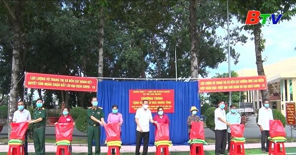 Bộ Tư lệnh Quân khu 7 trao tặng 500 phần quà tại Bến Cát