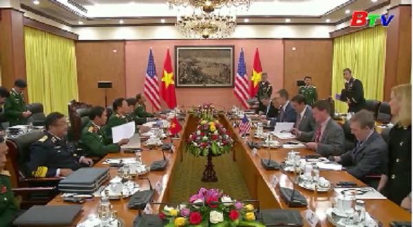 Bộ trưởng Quốc phòng Mỹ bắt đầu chuyến thăm Việt Nam