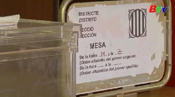 Tây Ban Nha thực hiện kiểm phiếu bằng tay cuộc bầu cử ở Catalonia