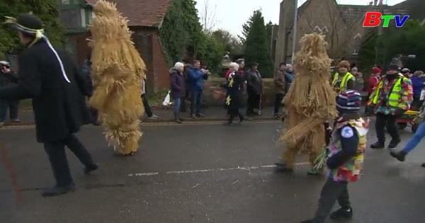 Lễ hội gấu rơm tại thị trấn Whittlesey, vùng Cambridgeshire