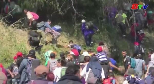 Mexico dùng hơi cay chặn hàng nghìn người di cư Trung Mỹ tại biên giới