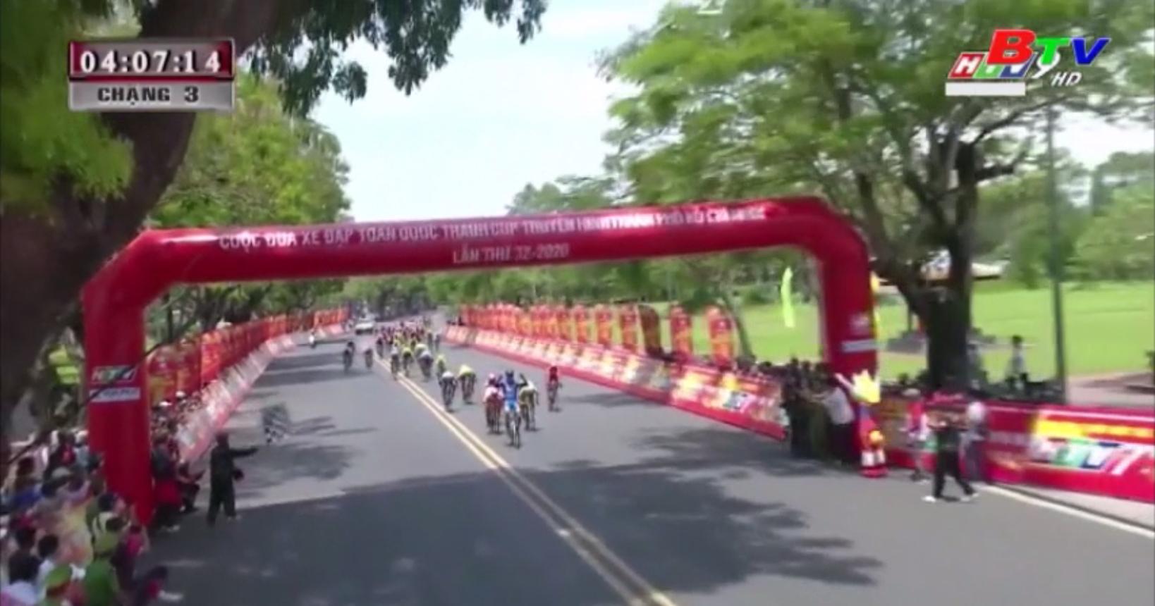 Chặng 3 Giải xe đạp tranh cúp HTV lần thứ 32 - Tấn Hoài giành lại Áo vàng