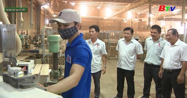 Hiệu quả từ đề án hỗ trợ các doanh nghiệp vừa và nhỏ đổi mới công nghệ chế biến gỗ