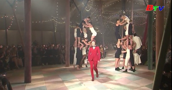 Show diễn trên gánh xiếc của Christian Dior mở màn tuấn lễ thời trang Paris 2019