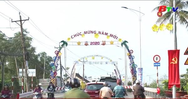 Đường phố Thuận An tưng bừng đón Tết