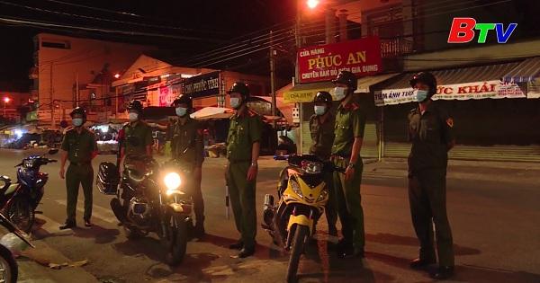 Phú Giáo xử phạt 63 trường hợp không đeo khẩu trang