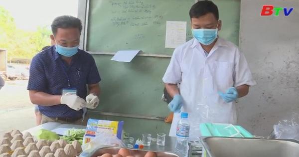 Ban Văn hóa Xã hội - HĐND tỉnh giám sát bếp ăn tập thể ở Tp.Thủ Dầu Một