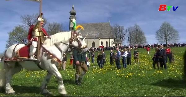 Cưỡi ngựa mừng lễ phục sinh