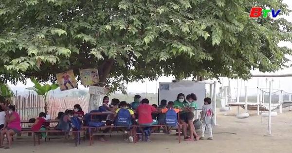Ecuador - Cô bé 16 tuổi tổ chức lớp học cho học sinh nghèo