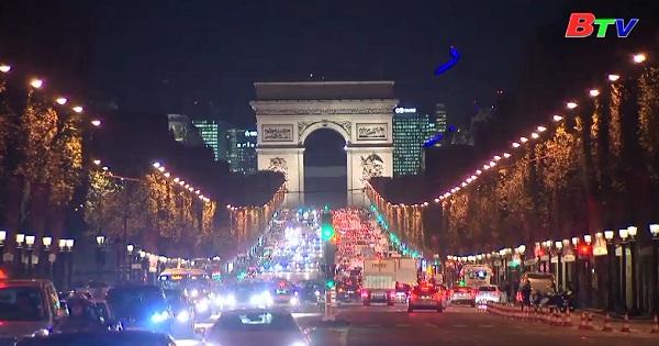 Paris chính thức khởi động mùa lễ giáng sinh