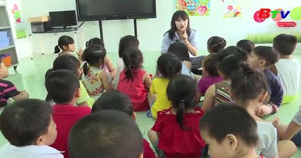 Cô giáo mầm non yêu nghề mến trẻ