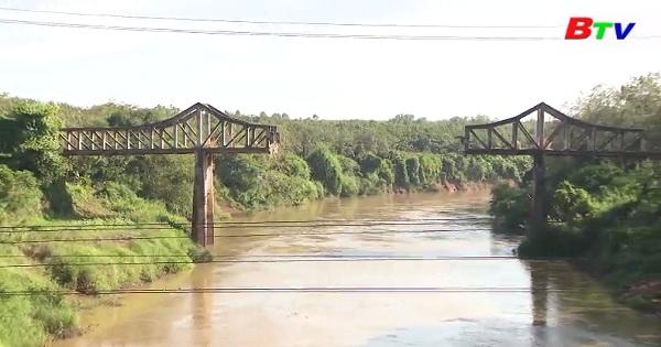 Bên dòng Sông Bé