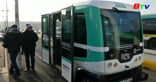 Ra mắt xe Bus tự lái đầu tiên ở thủ đô Paris, Pháp