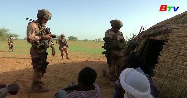 Pháp tiêu diệt khoảng 50 phần tử thánh chiến ở Mali