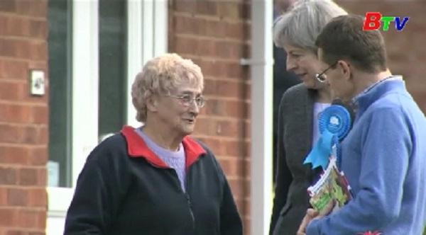 Thủ tướng May vận động tranh cử ở West Midlands