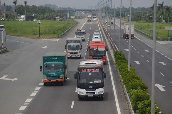Loạn giao thông trên cao tốc TP Hồ Chí Minh – Trung Lương