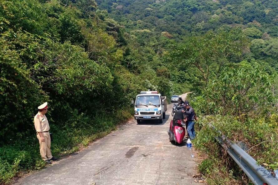 Đà Nẵng khuyến cáo không dùng xe tay ga lên núi Sơn Trà
