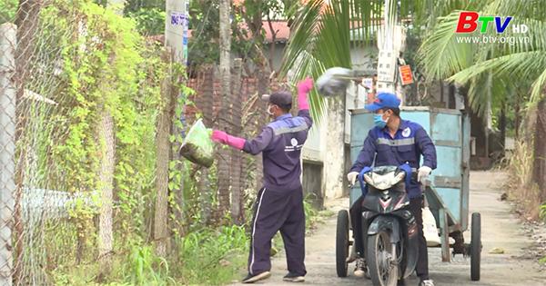 Bất cập quy định thu gom rác sinh hoạt trong khu phong tỏa