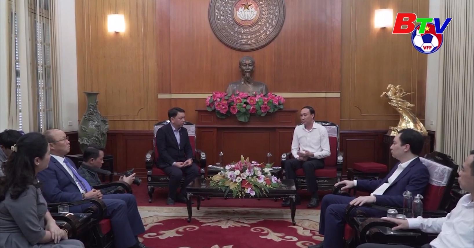 Liên đoàn Bóng đá Việt Nam và Huấn luyện viên trưởng Park Hang-seo ủng hộ đồng bào miền Trung