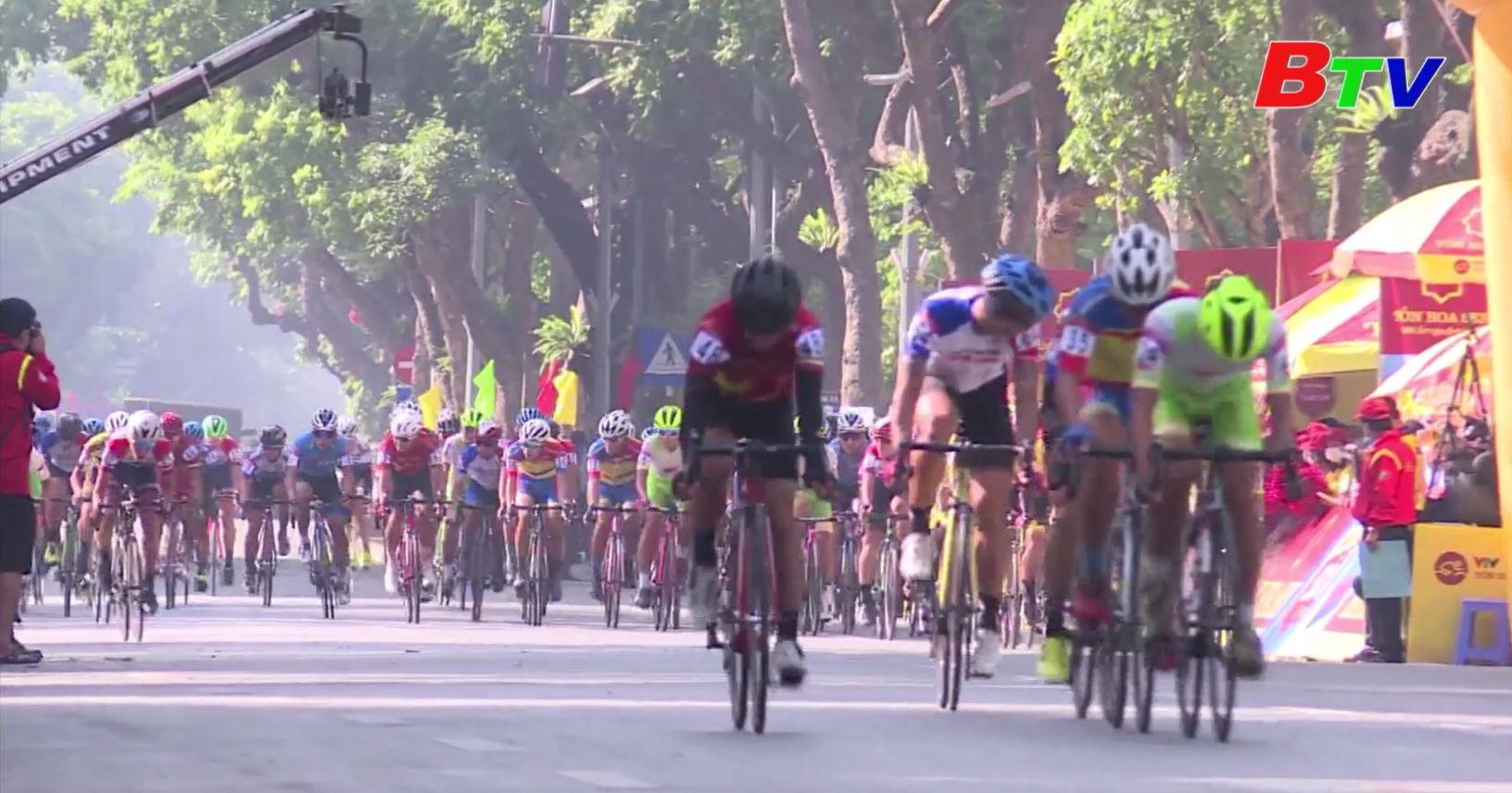 Chặng 1 Giải xe đạp VTV Cúp Tôn Hoa Sen 2020 – Lê Nguyệt Minh tạm giữ Áo Vàng và Áo Xanh