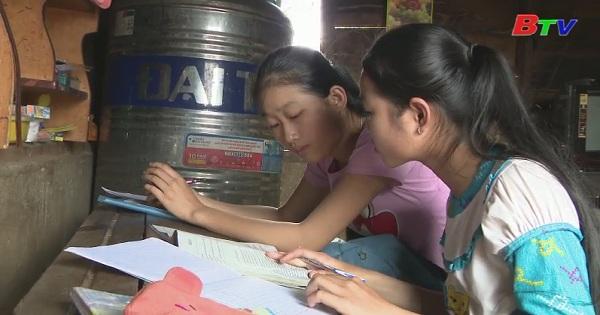 Thắp sáng ước mơ xanh - Em Hà Thị Tuyết Trinh, lớp 11A5, trường THPT Phạm Văn Đồng, huyện Đắk R'lắp, tỉnh Đăk Nông