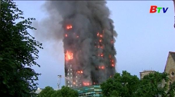 London - Nhiều người dân sống ở chung cư sơ tán do lo ngại hỏa hoạn