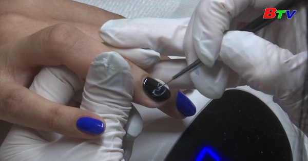 Vẽ hình ảnh siêu âm thai nhi trên móng tay