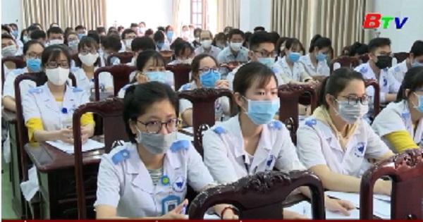 Sinh viên y khoa tình nguyện phòng chống dịch COVID-19