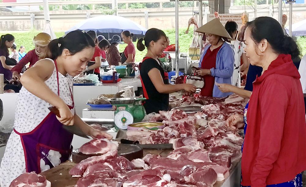 Giá thịt lợn tiếp tục tăng cao