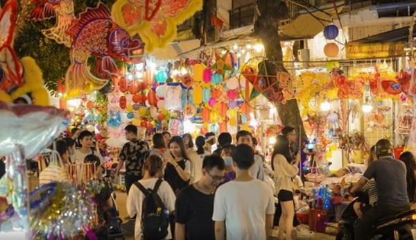 Hà Nội - Chuyện thu phí chụp ảnh tại phố bán đồ Trung Thu Hàng Mã