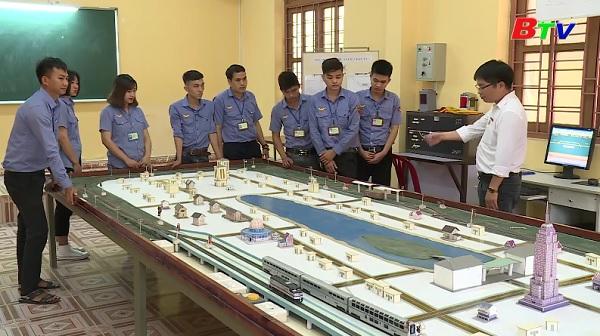 Đào tạo các nghề kỹ thuật và phi kỹ thuật tại trường Cao đẳng Đường sắt