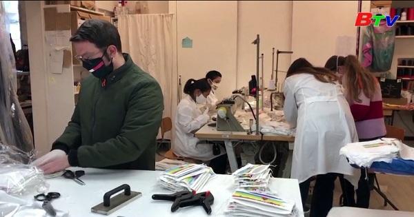 Italya - Làm khẩu trang bằng vải truyền thống