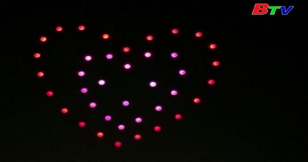 Máy bay không người láy thắp sáng bầu trời Madrid tưởng nhớ nạn nhân covid-19