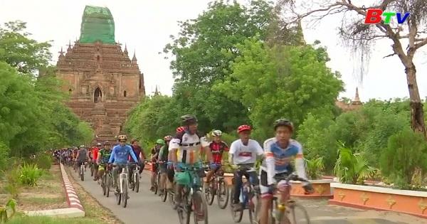 Hàng trăm người đạp xe đạp quảng bá cho thành phố Bagan, Myanmar
