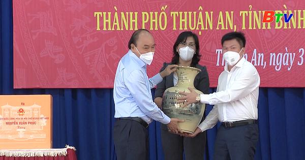 Chủ tịch nước Nguyễn Xuân Phúc thăm Thuận An