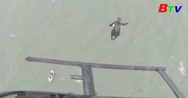 Cựu lính dù Anh và cú nhảy liều mạng