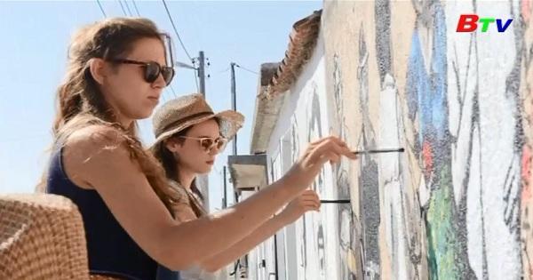 Biến những bức tường làng quê thành tranh bích họa